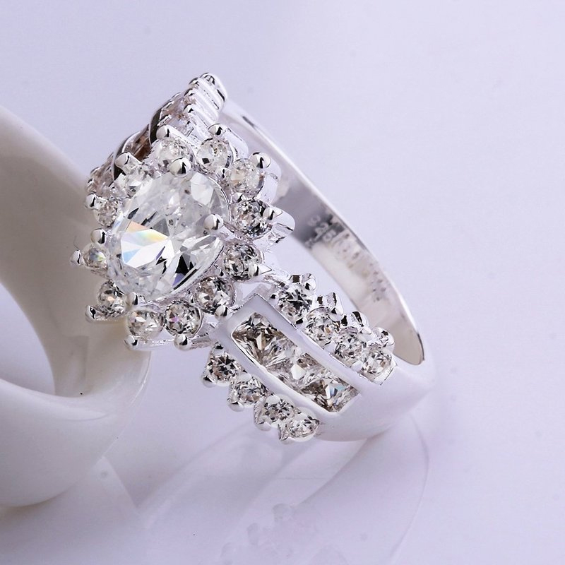 Womens Silver Plated Austrian Crystal Rhinestone Wedding Ring Fashion Jewelry